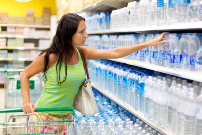 Gevaren van plastic - glazen waterfles
